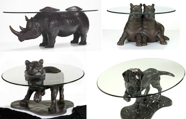 бронзова колекция от животни под формата на стъклена маса