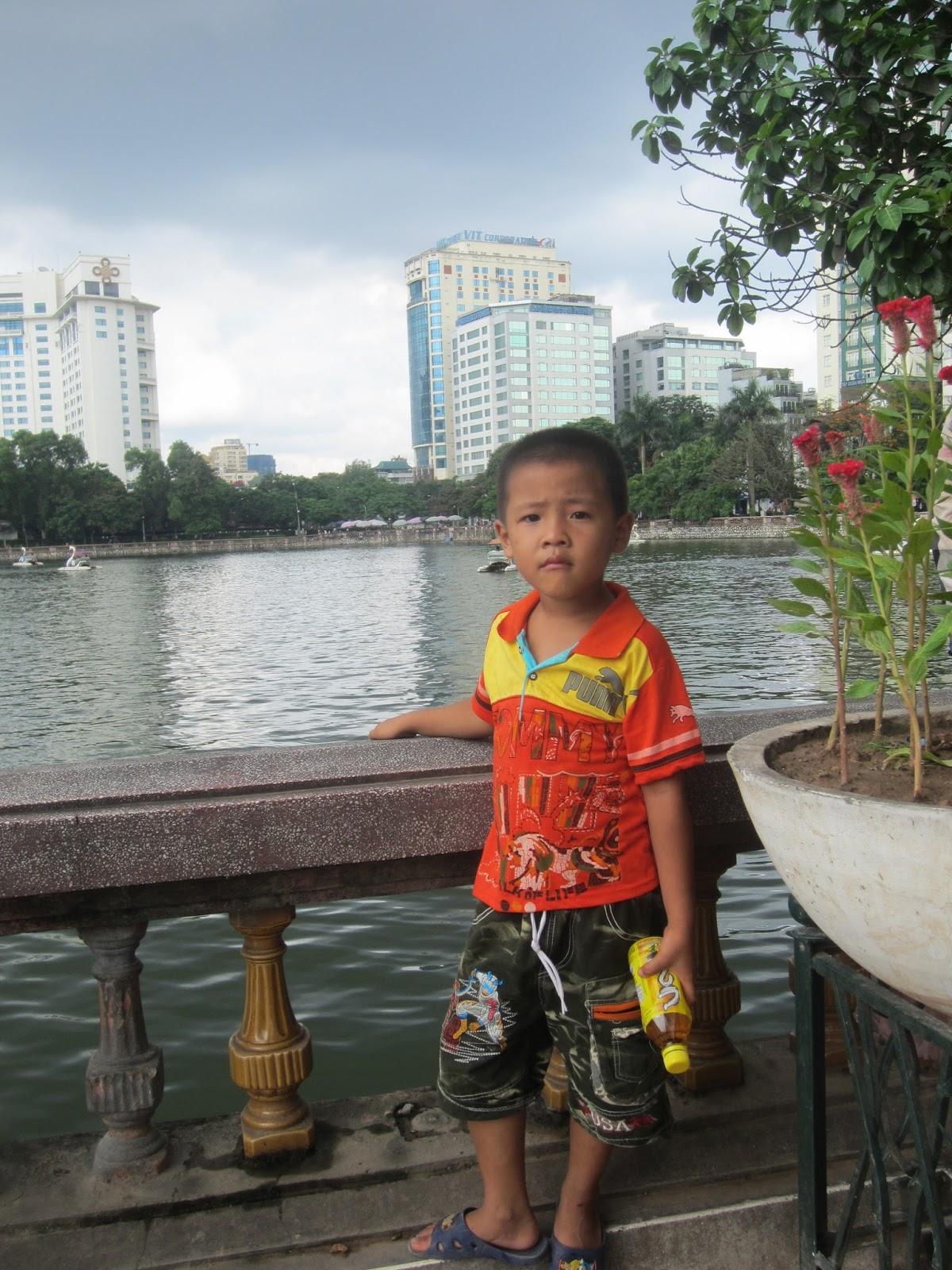 Cậu Huy đưa Việt bầu đi vườn thú