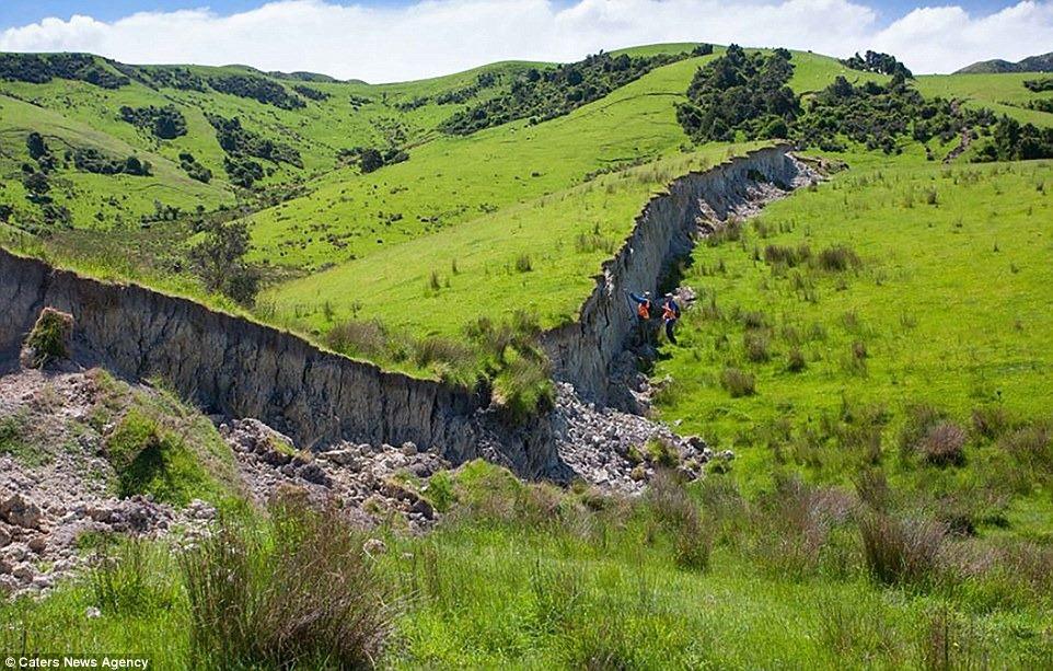 nz-earthquake-wall-6