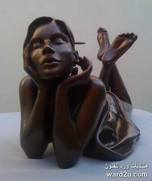 المرأة فى منحوتات برونزية للفنان Alain Choisnet