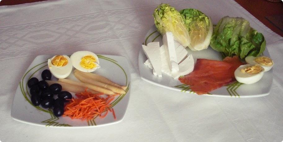 Ingredientes para ensalada fresca con salmón