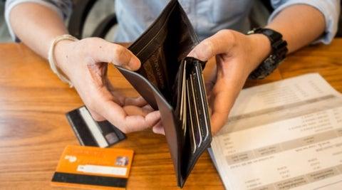 Demandan medidas que aminoren carga a deudores de la banca.