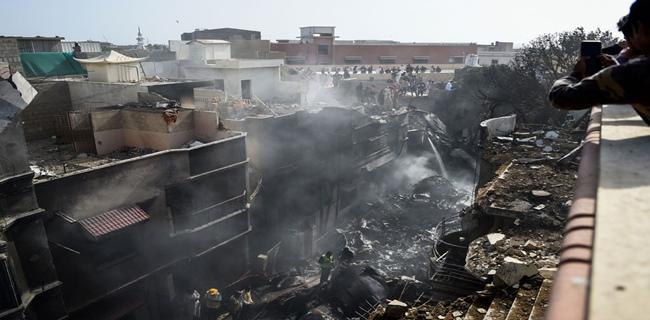Satu Dari Dua Yang Selamat Pada Kecelakaan Pesawat Pakistan: Semua Berteriak Dan Menangis, Saya Keluar Lalu Melompat