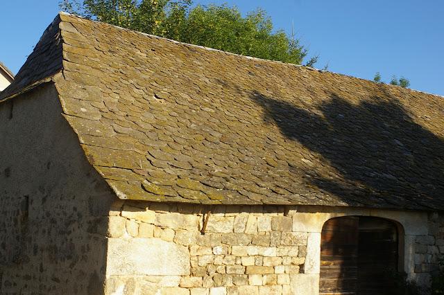 Toit de lauzes. Fau-de-Peyre (Lozère), 21 août 2009. Photo : J.-M. Gayman