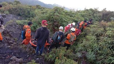 Pendaki yang Terjatuh di Gunung Marapi Berhasil Dievakuasi ke RS Yarsi Padang Panjang