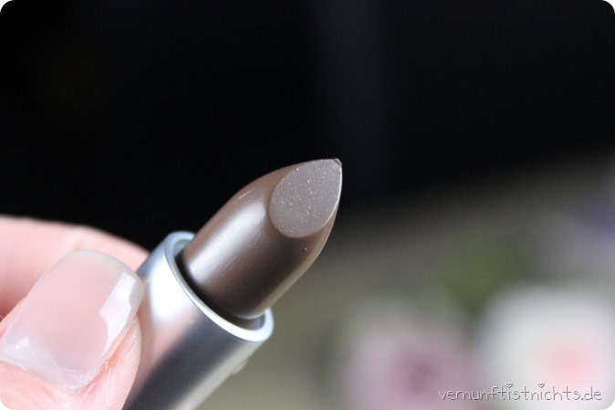 MAC ColorRocker ColourRocker LE Limited Edition Bunnybeams Evening Buzz Digging It Secret # Cold Hard Cash Gritty Girl Mud Wrestler Feeling Fizzy Lipstick Lippenstift Review Swatches Tragebilder 11