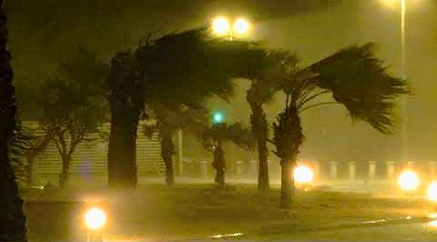 سمندری طوفان شاہین اومان کی ساحلی پٹی سے ٹکرا گیا
