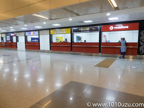 VodafoneやAircelターミナル3到着ロビーにある