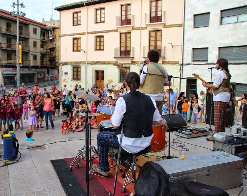 Festa infantil i taller balls tradicionals a Sant Llorenç  20-09-14 - IMG_4199.jpg