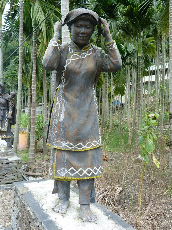 Puli  en passant , entre autres, par les villages de l ethnie Bunum de Loloko et Dili. J 10 - P1160974.JPG