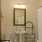 Camellia Suite Bath.jpg
