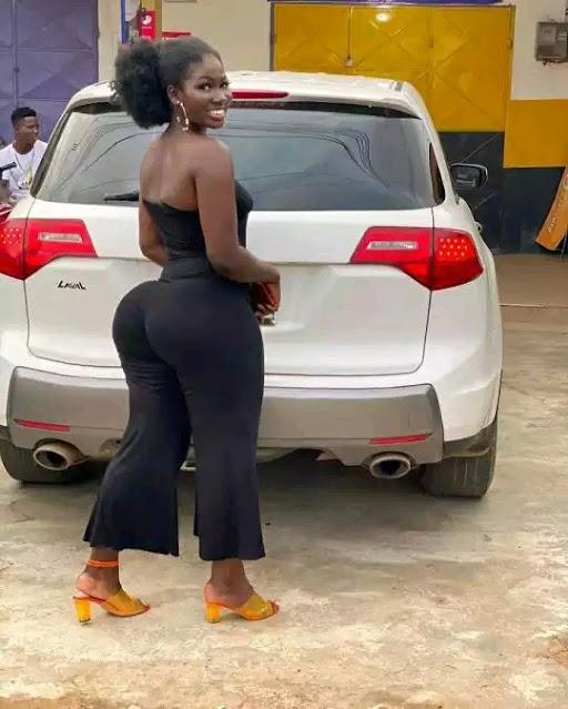 African big booty model Abena Cilla photos