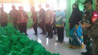 TMMD Mundur, Kemenag Karawang Tetap Distribusikan Bantuan Al Quran dan Sembako