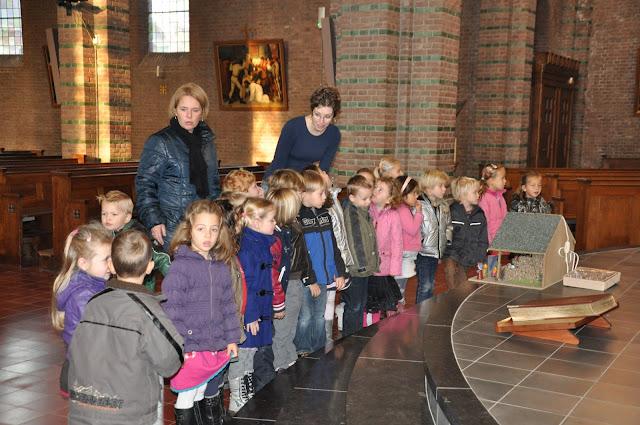 Kleuters bezoeken Martinuskerk - DSC_0017.JPG
