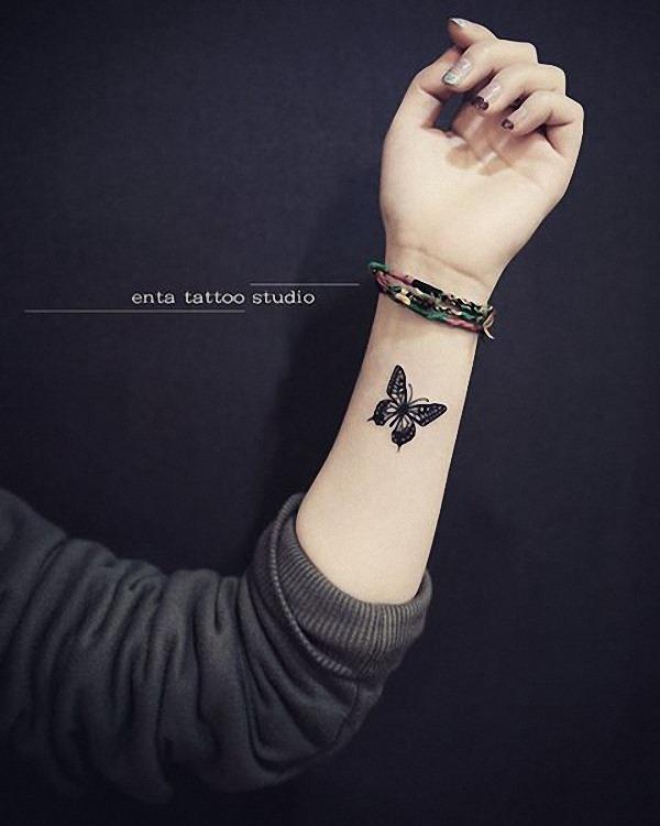 este_pequeno_blackwork_tatuagem_de_borboleta