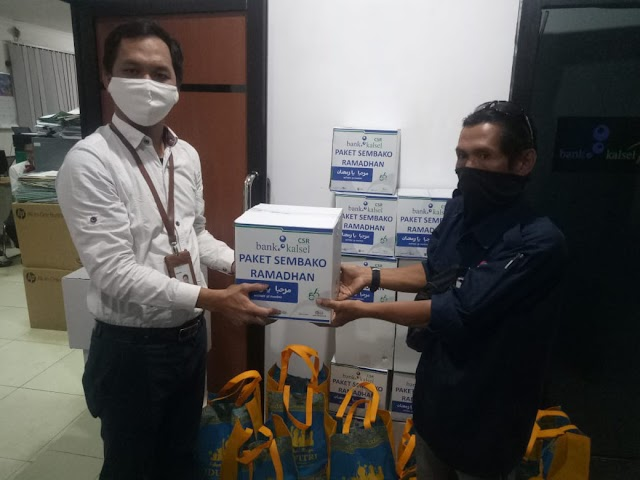 Bank Kalsel Peduli, Puluhan Paket Sembako Diberikan kepada Awak Media