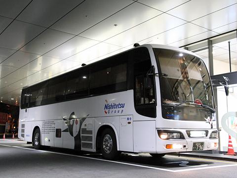 西鉄高速バス「桜島号」夜行便 3802<br />  鹿児島中央駅にて