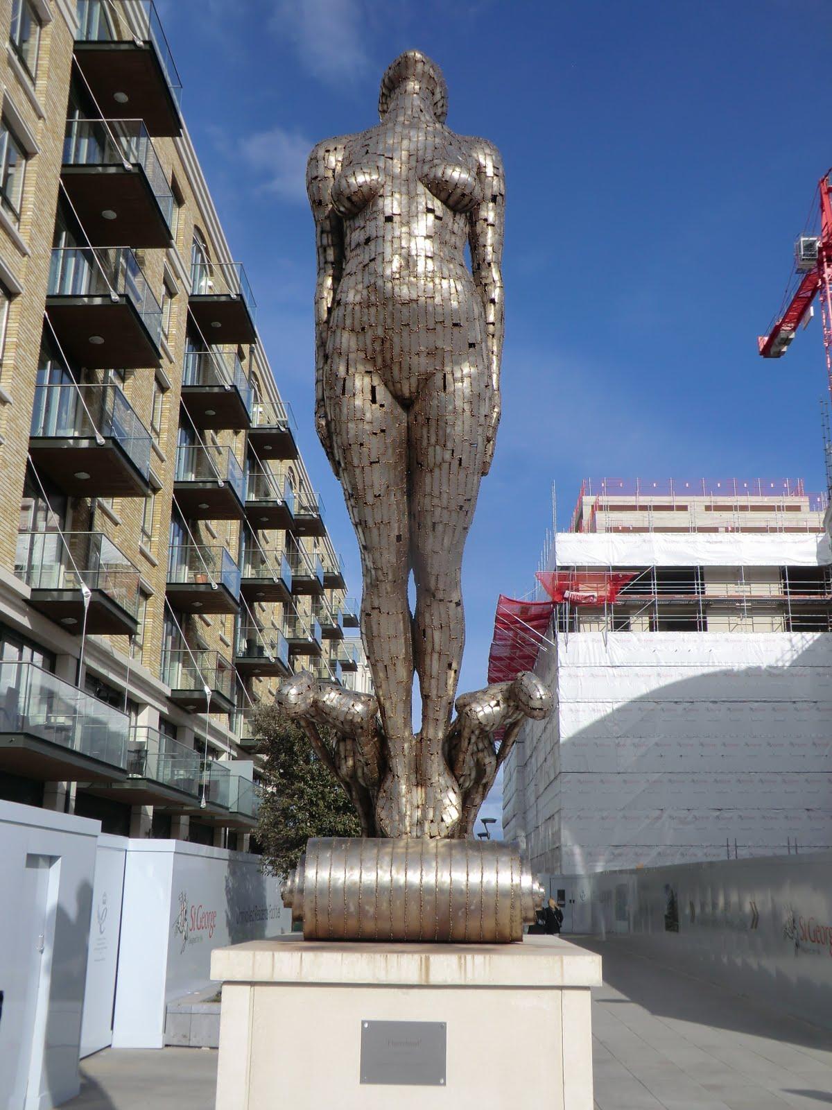 "CIMG2809 ""Figurehead"" sculpture, Fulham Reach"
