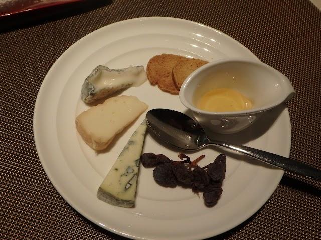 評判の良いラ ヴォワール (La Voile)のフロマージュ(チーズ)盛り合わせ160128195221TG-850.jpg