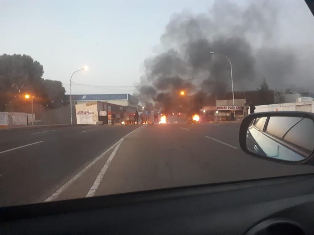 Betogers brand bande, klipmotors in Roodepoort - TimesLIVE