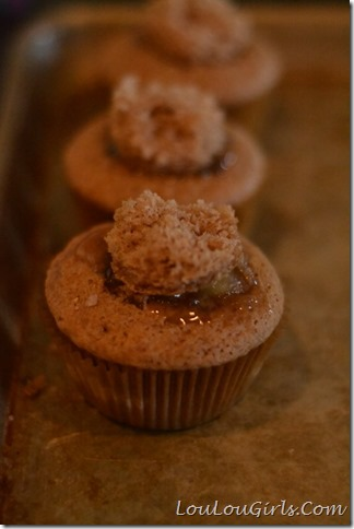 Dutch-Apple-Pie-Cupcakes (16)