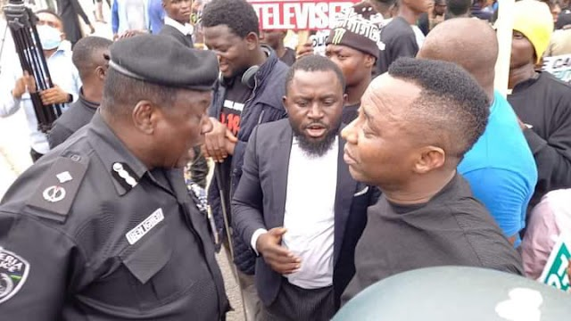 BREAKING: Police, Army Clash With #EndSARS Memorial Protesters In Abuja