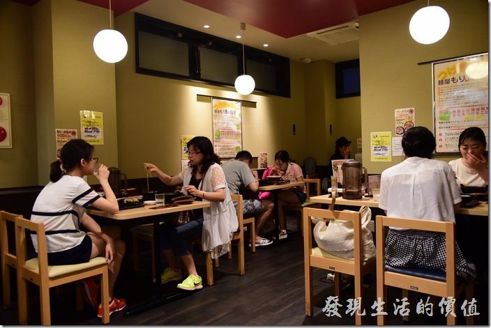 京都麺屋もり店內的用餐環境。