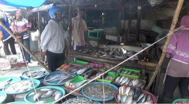 Gelombang Tinggi, Stok Ikan Dipasar Mulai Langka dan Harga Ikan Naik