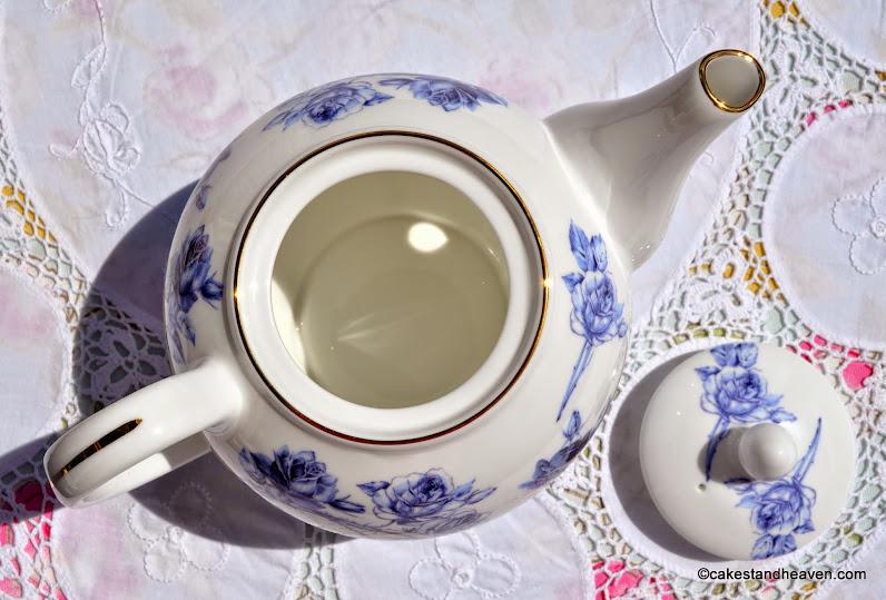Fine Bone China Elizabeth Rose Blue Aynsley Teapot