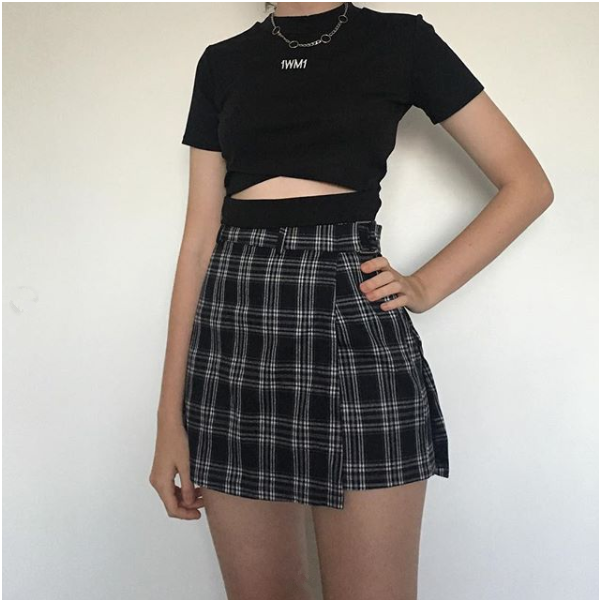 5 Skirt and T-shirt Combos That You Can Carry Anytime