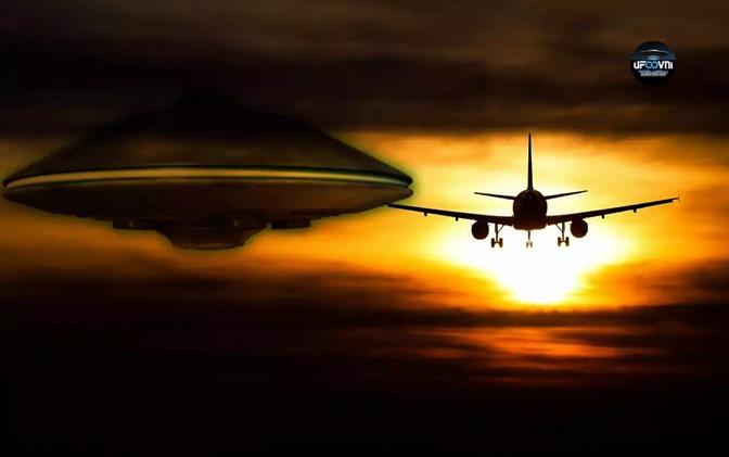AVIÃO E UFO OVNI