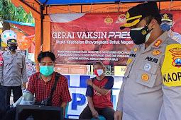 Kapolres Pamekasan Pantau Giat vaksin presisi mobile Di Pasar Tradisional