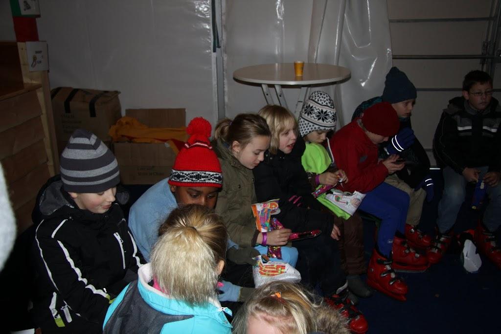Sinterklaas bij de schaatsbaan - IMG_0422.JPG