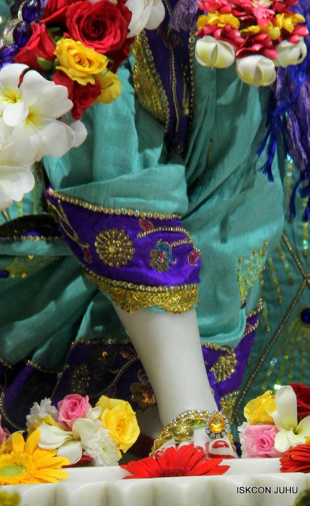 ISKCON Juhu Sringar Deity Darshan on 24th July 2016 (46)