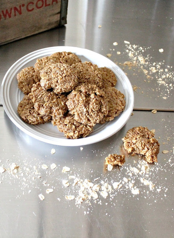 peanut-butter-oatmeal-cookies-1