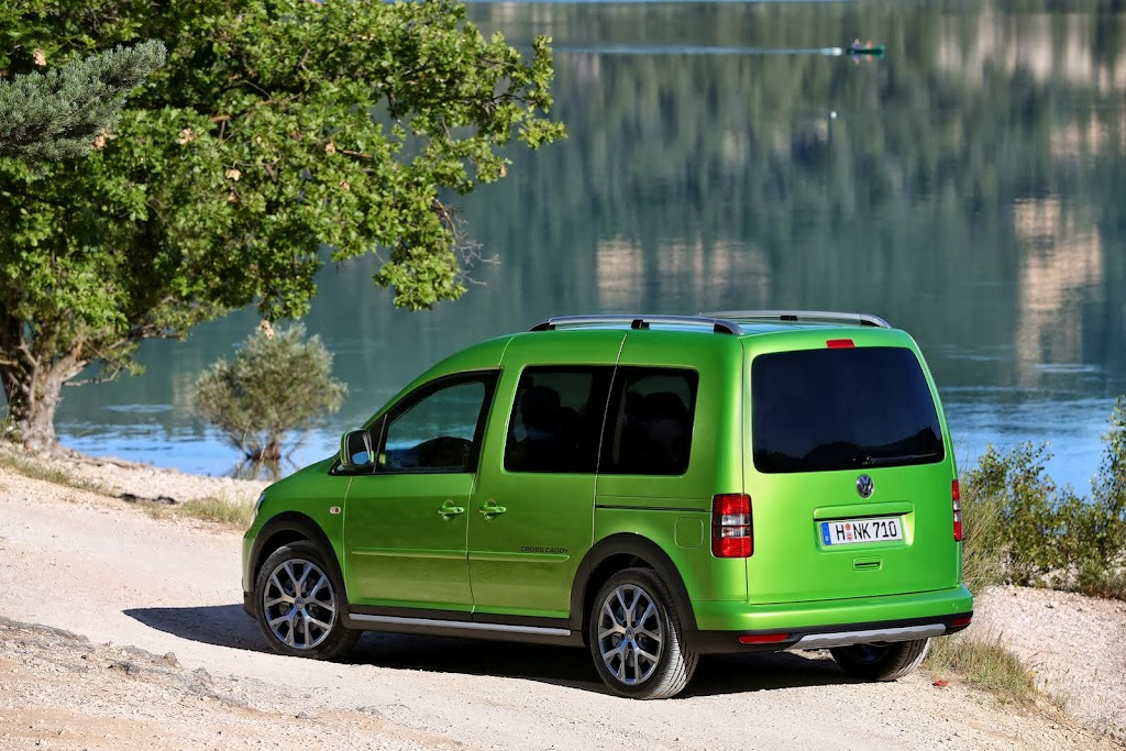 2013-Volkswagen-Cross-Caddy-6
