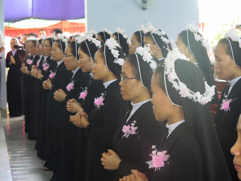 Hội Dòng Mến Thánh Giá Nha Trang: thánh lễ Vĩnh Khấn và Ngân Khánh Khấn Dòng