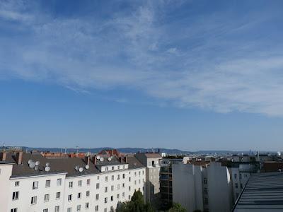 Das Wetter in Wien-Favoriten am 31.07.2015  Ein denkwürdiger Juli geht heute zu Ende und er verabschiedet sich äußerst freundlich! Nach Frühwerten von 17.9°C wird es heute überwiegend sonnig und am Nachmittag sommerlich warm mit bis zu 28 oder 29 Grad. Aktuell messen wir um 9:00 Uhr 19.1°C.  Weitere Wettermeldungen und Wetterimpressionen zum Tag: http://weatherman68.info/2015/07/31/das-wetter-in-wien-favoriten-am-31-07-2015/  #wetter  #wien  #favoriten  #wetterwerte  #sommer2015