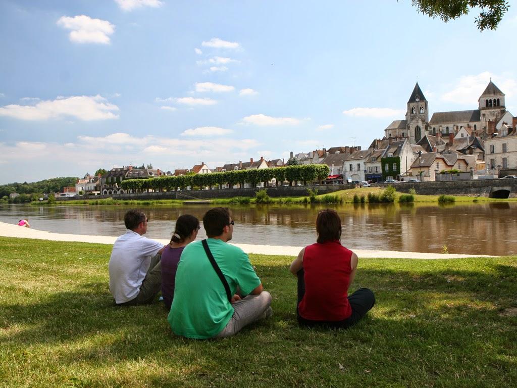 (42)vue-cher-et-collegiale-st-aignan©CDT41-enola