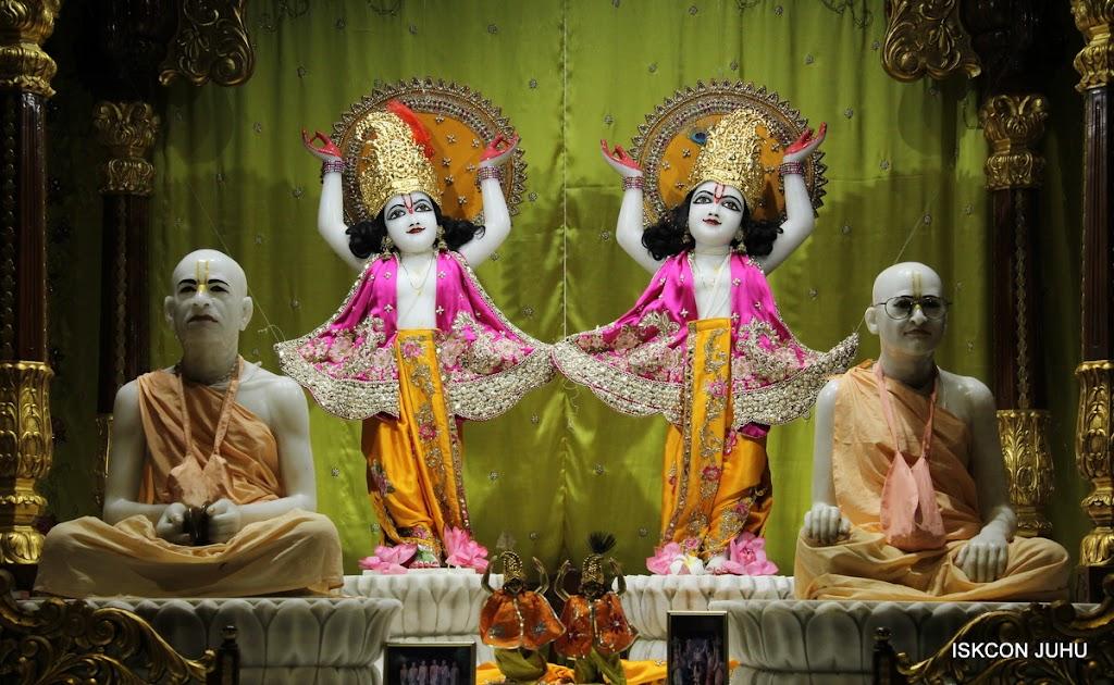 ISKCON Juhu Mangal Deity Darshan on 24th Aug 2016 (33)