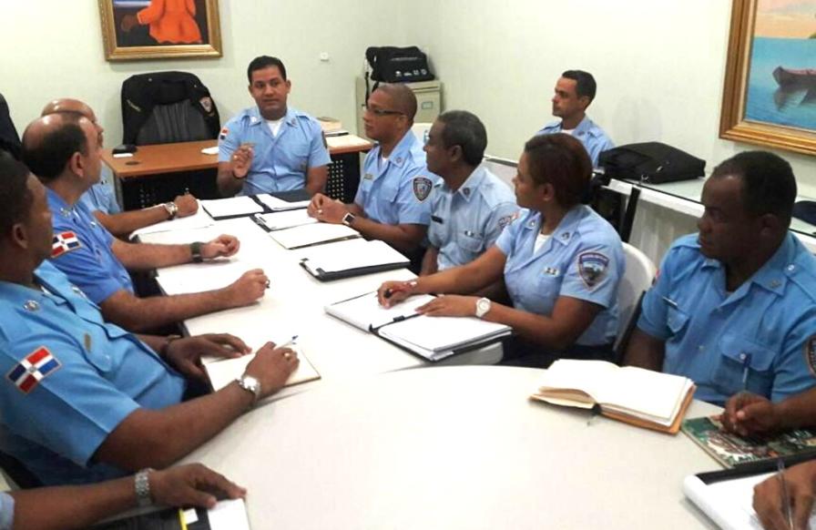 Policía Escolar coordina acciones para garantizar seguridad en escuelas