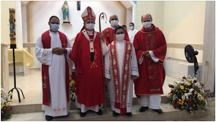 Jovens e adultos da paróquia Nossa Senhora das Dores, recebem o sacramento da Crisma