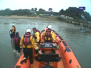 Poole ILB rescues a kayaker clinging to a buoy off Lake Pier - 13 August 2015