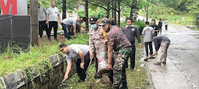 "Peringati ""World Cleanup Day"" 2021, Kades Ciantra Ajak Masyarakat Jaga Kebersihan"
