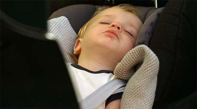Un bebé en el Renault Scénic