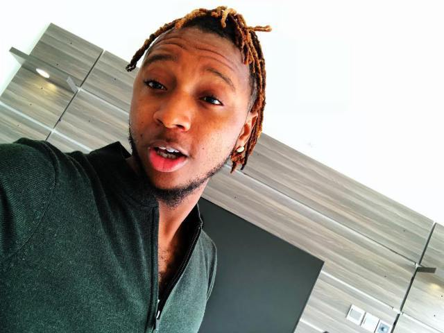 Rapper Yung6ix Destroys His N500k Iphone X because Someone Pissed Him Off (Photos)