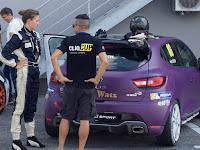 Tóth Anita és Renault-ja a boxban.JPG