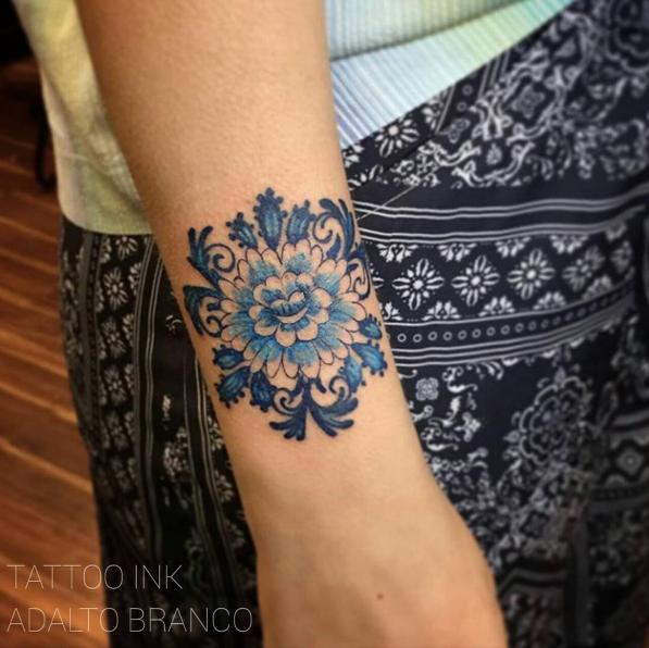 esta_tinta_azul_floral_ornament