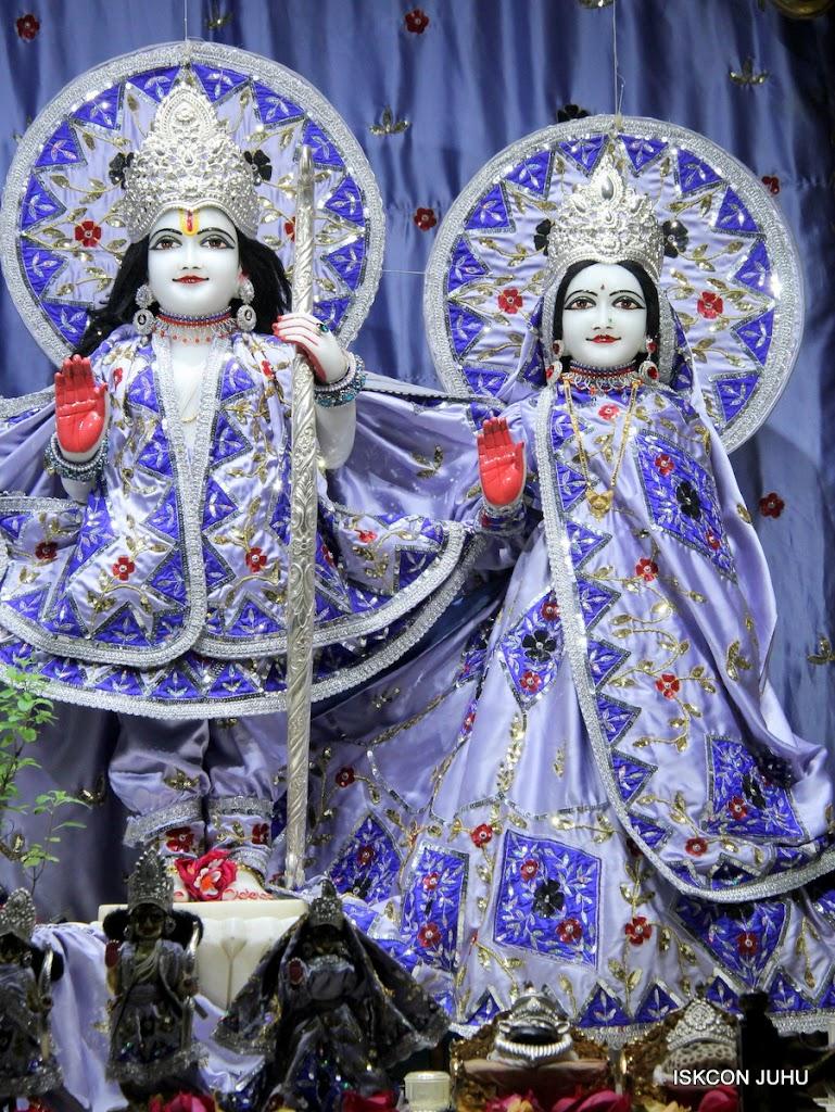 ISKCON Juhu Mangal Deity Darshan on 11th Aug 2016 (7)