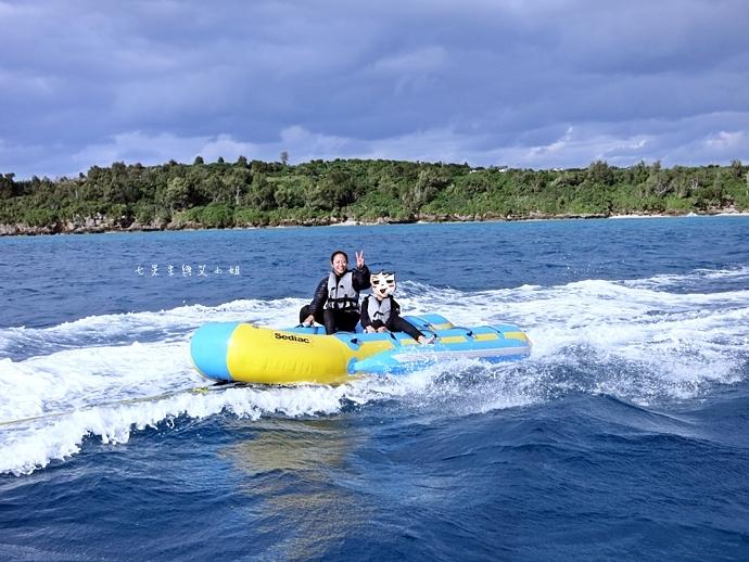 27 沖繩自由行 水上活動 香蕉船 Marine Support TIDE 殘波 藍洞海洋觀光 藍洞浮潛&珊瑚礁 餵食熱帶魚浮潛